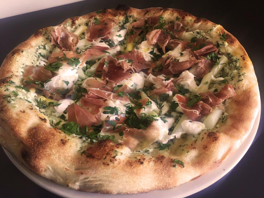 pizza-in-bianco-met-belgische-asperges-i-take-away-actie